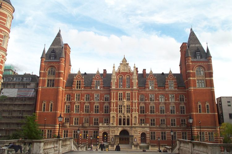 تحصیل در کالج سلطنتی لندن