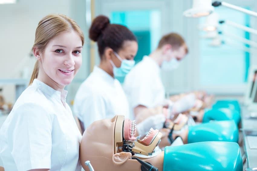 تحصیل دندانپزشکی در ترکیه بدون آزمون